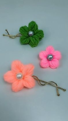 Hand Embroidery Videos, Hand Embroidery Flowers, Flower Embroidery Designs, Crochet Crafts, Yarn Crafts, Crochet Projects, Crochet Flower Tutorial, Crochet Flower Patterns, Crochet Hair Accessories