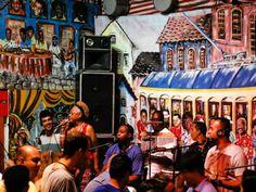 """As """"Terças Desamplificadas"""" do bar Beco do Rato voltaram! Uma roda acústica, com todo mundo em volta sabendo os sambas na ponta da língua e na palma da mão e muitas músicas autorais e inéditas. Acontece às terças-feiras, a partir das 19h, com entrada no valor de R$5."""