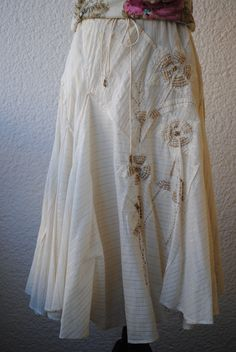 Skirt with embroidery 249 SEK.  http://www.jerikascorner.se/kjol/217-0