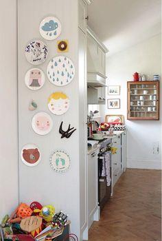 Pratos na parede - desenhos infantis