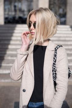 Angled Bob Hairstyles 2017 ideas for the girls having fine hairs are here! You should try these Angled Bob Hairstyles 2017 to get a coolest look. Medium Hair Styles, Short Hair Styles, Bob Styles, Blonde Balayage, Balayage Color, Blonde Ombre, Black Ombre, Blonde Color, Ombre Hair