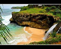 Banyu tibo beach, pacitan east java