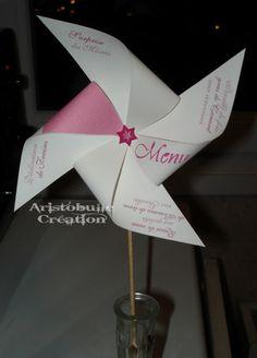 A l'occasion du mariage dont je vous parlais dans l'article précédent, j'ai également réalisé des menus en forme de moulin à vent, cette fois destinés aux enfants. Seuls les principaux plats ont été indiqués, car la place sur ce genre de modèle est réduite....