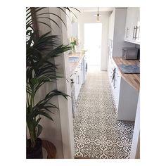 Find your perfect feature wall tile. Kitchen Dinning, New Kitchen, Kitchen Ideas, Kitchen Design, Dining, Tiles Uk, Wall Tiles, Feature Tiles, Entrance Hall
