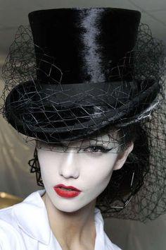 Sombrero en seda y velo negro-Black Silk Hat & Net Veil Ellen Von Unwerth, Love Hat, John Galliano, Derby Hats, Fascinators, Headpieces, Steampunk Fashion, Gothic Fashion, Steampunk Hat