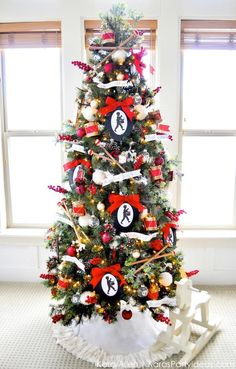 Little Drummer Boy Christmas Tree by Morehouse Morehouse Morehouse's Party Ideas .com Maybe Jonathan will let me add 1 more tree to our holiday decor. Classic Christmas Carols, Pretty Christmas Trees, Christmas Tree Pictures, Red And Gold Christmas Tree, Christmas Tree Inspiration, Christmas Tree Themes, Noel Christmas, Holiday Decor, Christmas Room