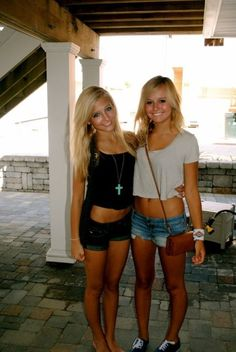 Bere & Andrea We Should Dress Like this One Day Cute Summer Outfits, Cute Outfits, Summer Clothes, Summer Of Love, Summer Time, Mermaid Swimming, Best Friend Pictures, Cute Friends, Best Friends Forever