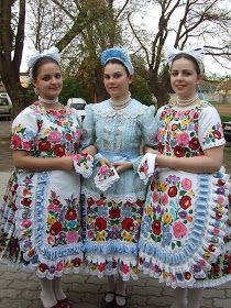 Hungarian Dance, Hungarian Girls, Hungarian Embroidery, Hand Embroidery, Folk Costume, Costumes, Popular, Vintage Jewelry Crafts, Folk Clothing