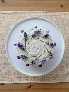 Earl Grey Cake with Lavender Frosting Earl Grey Cake, Earl Grey Tea, Sweet Recipes, Cake Recipes, Dessert Recipes, Lavender Cake, Culinary Lavender, Cake Decorating Techniques, Pretty Cakes