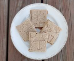 This Graham Cracker Freezer Fudge looks and tastes just like a graham cracker! Free of grains, soy, egg, coconut, and refined-sugar.  stalkerville.net/ #paleo #healthy #glutenfree