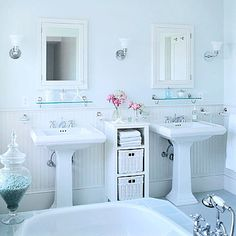 love the two pedestal sinks and the retro design, would love this bathroom for my dream home.