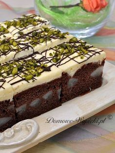 Pear cake with pudding cream - Ingredients: For the dough: 8 ripe, juicy pears (approx. Chocolate Pound Cake, Chocolate Chip Banana Bread, Chocolate Muffins, Mini Chocolate Chips, Chocolate Flavors, Chocolate Pudding, Polish Desserts, Cake Calories, Pear Cake