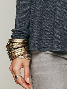 Bangles: the more the merrier! Urban Fashion, Daily Fashion, Love Fashion, Fashion Design, Fashion Trends, Hair Threading, Cute Bracelets, Bangles, Free People Clothing