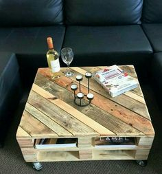 Pallet Furniture Projects Pallet Coffee Table on Wheels - 30 Easy Pallet Ideas for the Home Pallet Crafts, Diy Pallet Projects, Furniture Projects, Wood Projects, Diy Furniture, Business Furniture, Furniture Stores, Outdoor Furniture, Palette Furniture