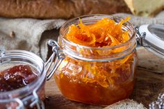 Vanilla pumpkin jam by Greek chef Akis Petretzikis. A scrumptious jam for you and your kidst! It is so tasty you can enjoy it on it's own as a sweet snack! Radish Recipes, Jam Recipes, Sweet Recipes, Vegan Recipes, Dessert Recipes, Cantaloupe Recipes, Cheddarwurst Recipe, Frangipane Recipes, Pumpkin Jam