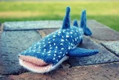 Knitted Whale Shark iPhone Cover – FREE PATTERN! #SharkWeek