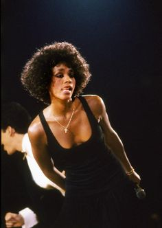 I Will Always Love You Whitney Houston Lyrics - Music Videos With Lyrics Beverly Hills, Whitney Houston Pictures, Actrices Sexy, Vintage Black Glamour, Art Of Seduction, Celebs, Celebrities, American Singers, Beautiful Black Women