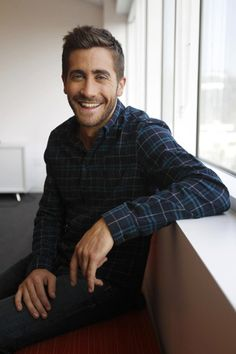 I'm not a huge Jake Gyllenhal fan, but I like the photo. A happy man is an attractive man.