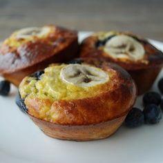 Is ontbijt ook één van jouw favo maaltijden van de dag? Met deze eiermuffins met banaan en bosbessen kan het bijna niet missen!