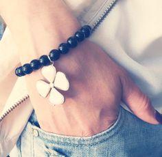 Bracelet en pierres semi précieuses Heart Charm, Creations, Beaded Bracelets, Jewelry, Stones, Jewlery, Pearl Bracelets, Schmuck, Jewelery