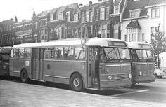 Bus 611 en 606, Kromhout-Verheul van de HTM, op lijn 52, Stationssingel.