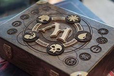 Magic: The Gathering custom designed and fabricated wooden 720 cube box by MTGPayne. Laser engraved guild logos, gold leaf interior, custom mana dividers and sections to hold cards, tokens and dice… Impression 3d, Games Box, Board Games, Magic The Gathering Karten, Custom Wooden Boxes, Dice Box, Magic Box, Magic Cards, Tabletop Games