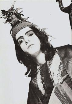 Peter Gabriel disfressat de Britannia