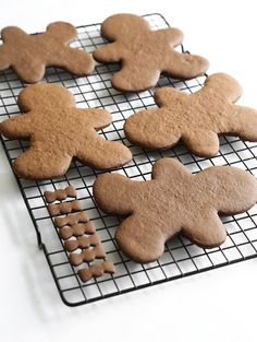 foodffs:  Chocolate Gingerbread Cookies with Royal Icing  Really nice recipes. Every hour.  Show me what you cooked!
