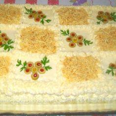 Bolo salgado de pão de forma de frango Sagada, Tinkerbell Party, Sandwich Cake, Milanesa, Iranian Food, Food Art, Food And Drink, Cooking Recipes, Tableware