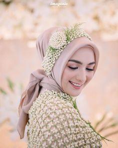 Muslim Wedding Gown, Kebaya Wedding, Disney Wedding Dresses, Wedding Hijab, Pakistani Bridal Dresses, Pakistani Wedding Dresses, Wedding Poses, Wedding Photoshoot, Wedding Attire