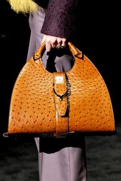 Gucci Fall 2011 Ready-to-Wear - italian leather handbags, cheapest designer handbags, black ladies handbags *ad Burberry Handbags, Leather Handbags, Gucci Bags, Leather Purses, Guccio Gucci, Gucci Purses, Chanel Handbags, Coach Handbags, Coach Purses