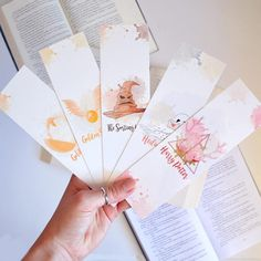 Marque pages : 5 Symboles Harry Potter Marque Page Harry Potter, Cadeau Harry Potter, Harry Potter Bookmark, Anniversaire Harry Potter, Harry Potter Diy, Creative Bookmarks, Bookmarks For Books, Paper Bookmarks, Watercolor Bookmarks