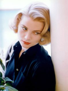 """""""Grace Kelly / photo by Howell Conant, 1955. """""""