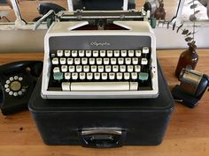 Working Typewriter, Typewriter For Sale, Antique Typewriter, Portable Typewriter, Keyboard Typing, Cursive Fonts, History Teachers, Vintage Typewriters, Green Accents
