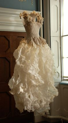 violise lunn - Google Search Paper Fashion, Fashion Art, Paper Clothes, Paper Dresses, Fibre And Fabric, Fancy Costumes, Fairy Dress, Recycled Fashion, Costume Dress