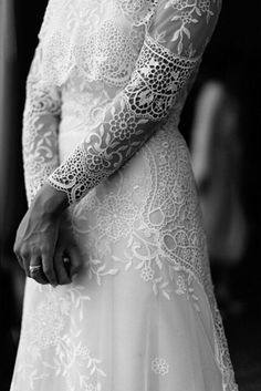 Ohhhh but those sleeves! #rp @suzanneharward #bride #weddinggown #bridal #lace