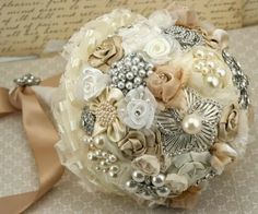 Vintage Wedding Bouquet. Vintage Wedding Ideas #Vintage #Wedding #Ideas