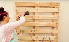 What She Does With A Wooden Pallet Makes Organizing Your Garage A Cinch Organization Hacks, Organizing Tips, Wooden Pallets, Creative People, Mind Blown, Wine Rack, Outdoor Gardens, Something To Do, Woodworking