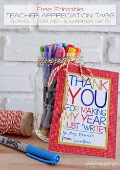 Free Printable Teacher Appreciate Tags are JUST WRITE for Teacher Appreciation Week School Gifts, Student Gifts, Student Teacher, Year End Teacher Gifts, Teacher Morale, Teacher Gift Tags, Teacher Gift Baskets, Teacher Treats, Little Presents