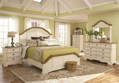 Oleta Bedroom Set in Buttermilk