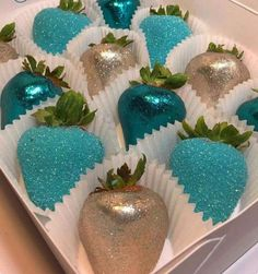 Strawberries and Edible Glitter (blue chocolate apples) Chocolate Apples, Blue Chocolate, Chocolate Covered Strawberries, Candy Table, Dessert Table, Strawberry Dip, Strawberry Ideas, Edible Glitter, Cake Pops