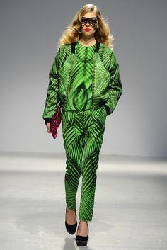 Manish Arora RTW Fall 2013 - Slideshow - Runway, Fashion Week, Reviews and Slideshows - WWD.com
