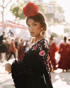 Spanish Dress Flamenco, Spanish Dancer, Retro Fashion, Boho Fashion, Vintage Fashion, Spanish Queen, Spanish Fashion, Period Outfit, Girls World