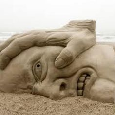 Sand Art is the practice of modelling sand into an artistic form, such as a sand brushing, sand sculpture, sand painting, or sand bottles. A sand castle is a type of sand sculpture resembling a min… Snow Sculptures, Lion Sculpture, Statues, How To Make Sand, Art Plage, Cool Pictures, Cool Photos, Amazing Photos, Amazing Artwork