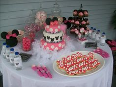 Minnie Mouse Desert Table I did for Gracie's 1st Birthday Party!