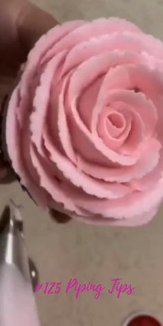 Rose Petals Icing Piping Tip Bake Lovly Roses Cupcakes like a Pro ) Enjoy by Cupcakes Design, Fancy Cupcakes, Bouquet Of Cupcakes, Cupcake Bouquets, Pretty Cupcakes, Cake Designs, Cake Decorating For Kids, Cake Decorating Piping, Cake Decorating Videos