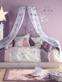 Looking for purple bedroom ideas? It's good, but a purple bedroom will be better when combined with other colors: white, blue and so on, as described here.
