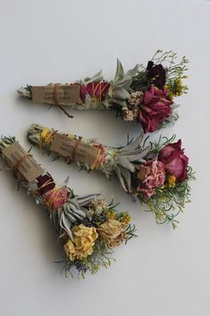 Herbal Floral Smudge Wand These Smudge Wands Are Made With A Combination Of Wild Foraged Herbs And Flowers. Roses Are Garden Grown And Wildflowers Deco Floral, Arte Floral, Bouquet Champetre, Diy Fleur, Diy And Crafts, Arts And Crafts, Smudge Sticks, Book Of Shadows, Dried Flowers