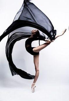 Vaganova Ballet Academy student Maria Khoreva photographed by Irina Yakovleva. Vaganova Ballet Academy student Maria Khoreva photographed by Irina Yakovleva. Ballet Art, Ballet Dancers, Ballerinas, Dance Photography Poses, Contemporary Dance Photography, Ballerina Photography, Contemporary Ballet, Creative Dance Photography, Contemporary Dance Poses
