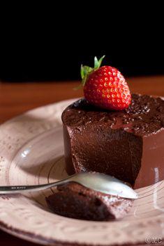 Acquadino: il budino vegano con acqua e cacao - Oats&Squats Baking Recipes, Vegan Recipes, Sweets Cake, Vegan Cake, No Cook Meals, Creme, Gelato, Good Food, Food And Drink